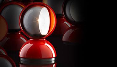 Czerwona designerska lampa stołowa Eclisse