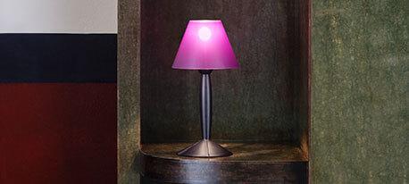 Ciekawa lampa stołowa MISS SISSI biała