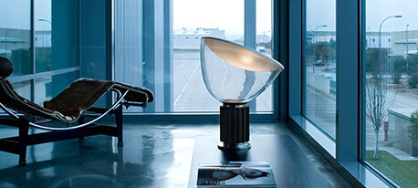 Designerska lampa stołowa LED Taccia small