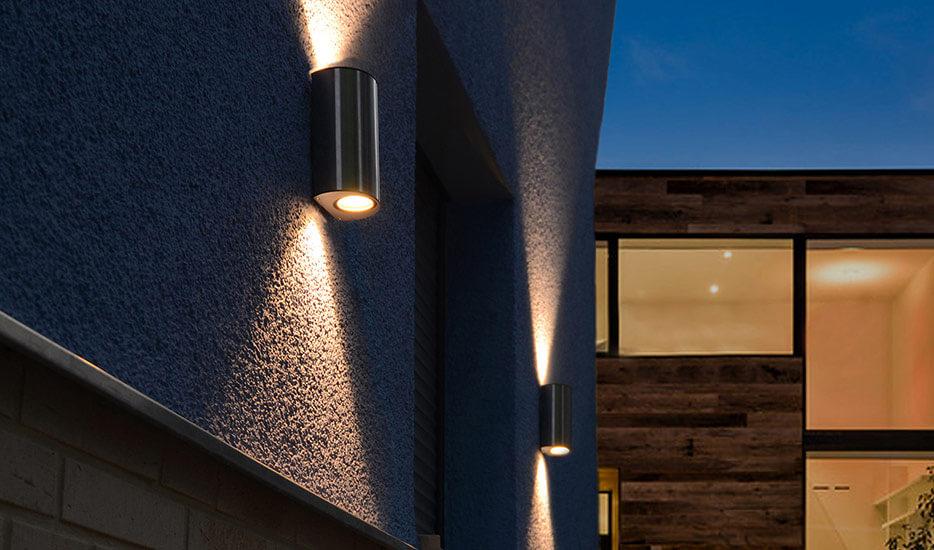 Lampy ścienne ze stali szlachetnej z dwustronnym wylotem światła (up-down)