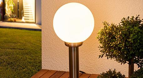 Atrakcyjna lampa cokołowa Vedran (9972082)