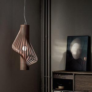 Drewniana lampa wiszaca