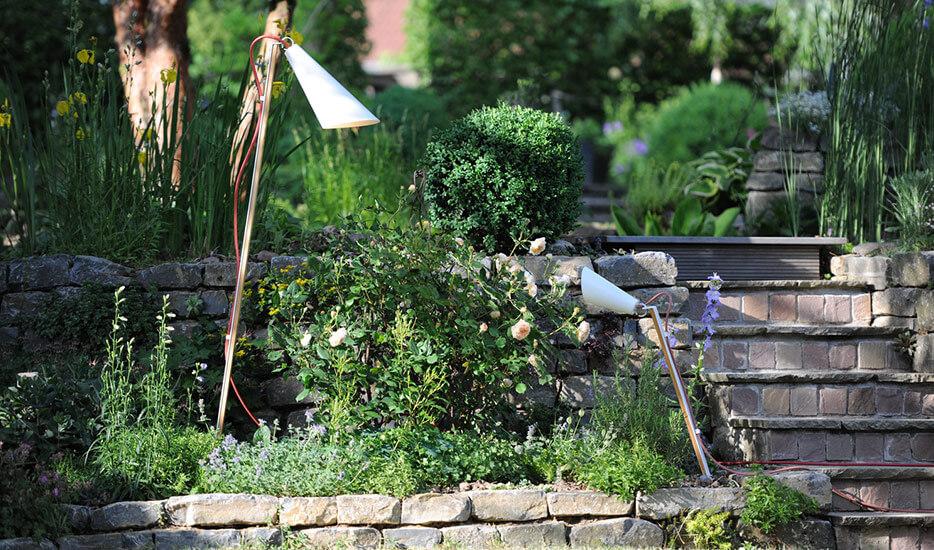Atrakcyjne posesje, piękne ogrody – i bezpieczeństwo – dzięki lampom zewnętrznym
