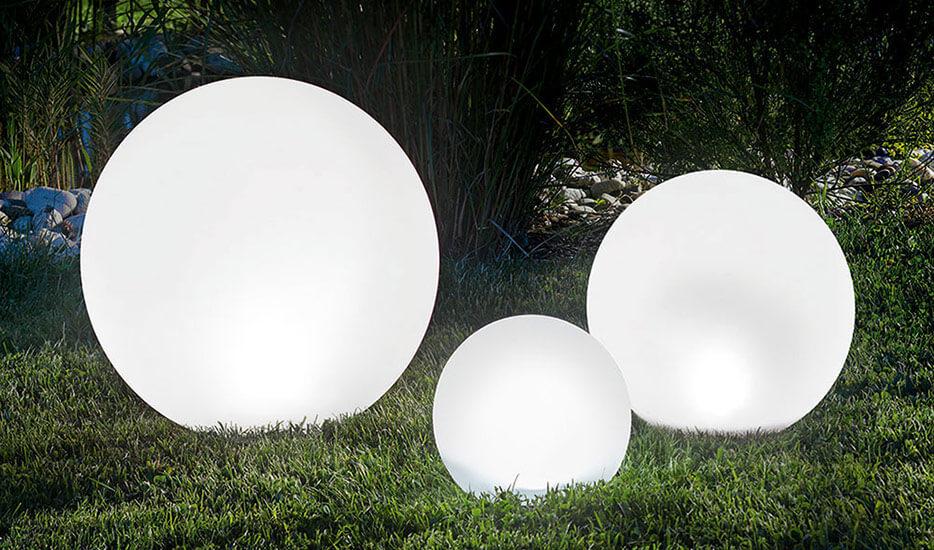 Czy dostępne są również solarne lampy zewnętrzne?